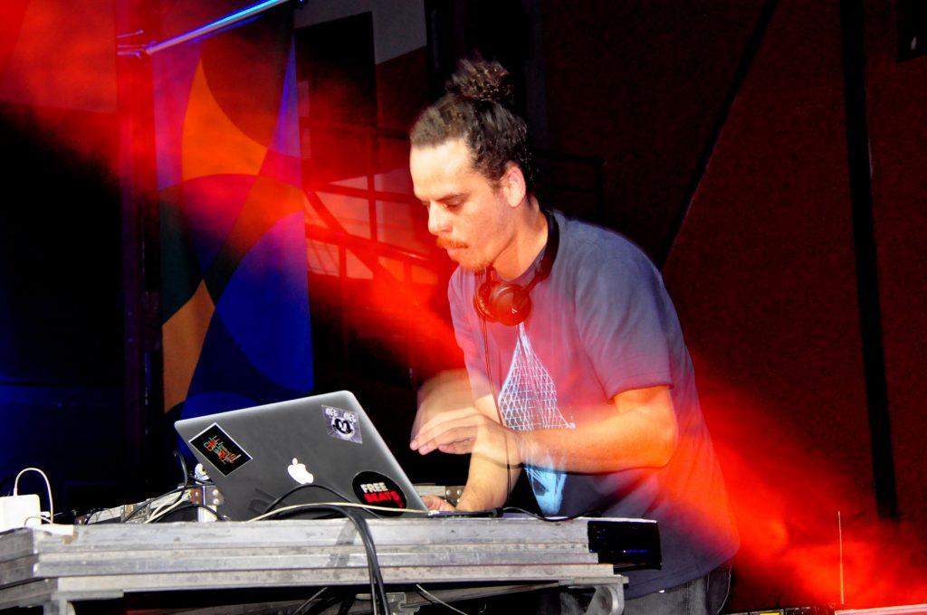 DJ Guirraiz, na Fundação Progresso - RJ / Foto: Mariza Lima